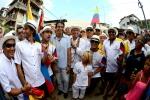 ISA President Fernando Aguerre with local team Ecuador. Credit: ISA / Michael Tweddle