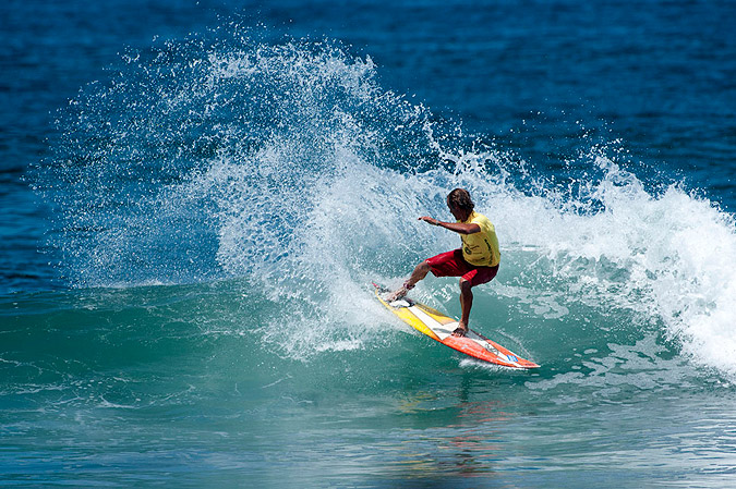 Brazil's Marcelo Alves was one of the standouts of the day, winning his Grand Masters Repechage heat with powerful turns like this. Photo: ISA/ Rommel Gonzales