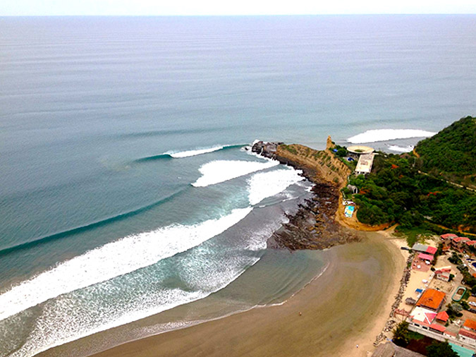 An aerial view of the contest site and the perfect waves in Montañita today during the first day of the competition. Photo: Raul Guerra