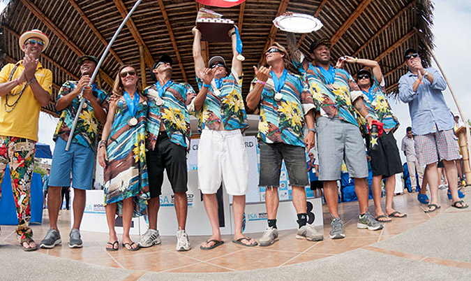 ISA President Fernando Aguerre and Ecuador Vice-Minister of Sport Augusto Moran applaud Team Hawaii, which is once again the ISA World Masters Team Champions and winner of the Eduardo Arena Perpetual Team Trophy. Photo: ISA/Rommel Gonzales